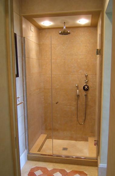 Box doccia anta e fisso su misura con porta incernierata su vetro o a ...