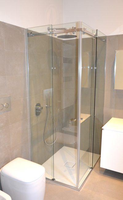 box doccia su misura scorrevole ad angolo