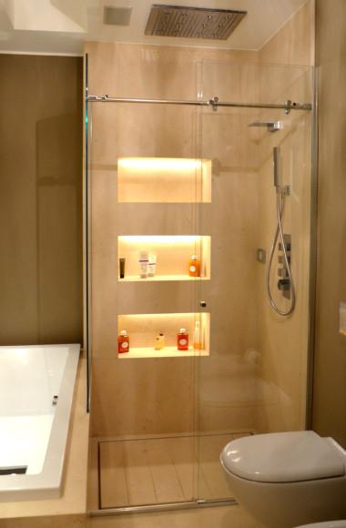 Box doccia su misura with vasca o doccia - Quali sono i migliori sanitari bagno ...