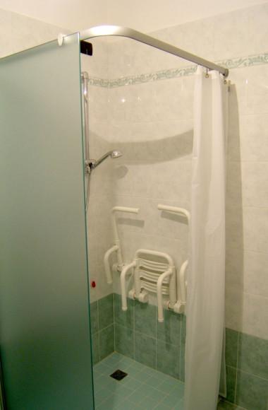 Tende doccia su misura - Box doccia anziani ...