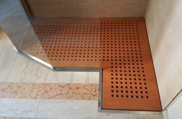 Pedana in legno per piatto doccia in acciaio