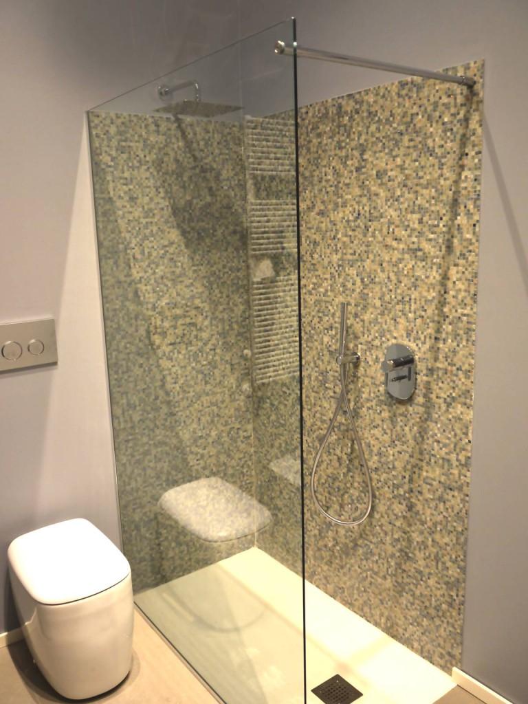 Schermi fissi doccia realizzati in cristallo su misura