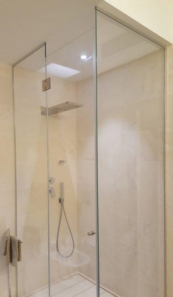 Box doccia ad angolo su misura realizzati in cristallo e acciaio inox - Box doccia su misura milano ...