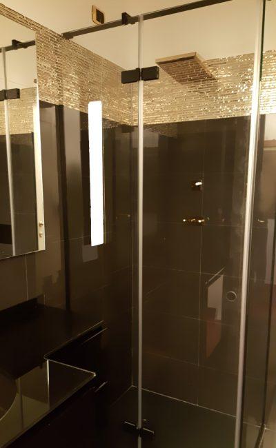 box doccia con profili colore nero