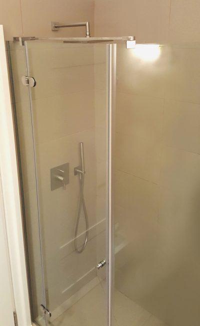Box doccia ad angolo su misura