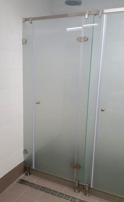 dettaglio porta doccia comunità